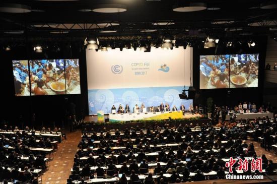 11月6日,联合国气候变化框架公约第23次缔约方大会在德国波恩开幕。本届大会会期为11月6-17日举行,大会将就《巴黎协定》的实施展开进一步谈判,旨在落实《巴黎协定》规定的各项任务,提出规划安排。图为开幕式现场。<a target='_blank' href='http://www.chinanews.com/'>中新社</a>记者 彭大伟 摄