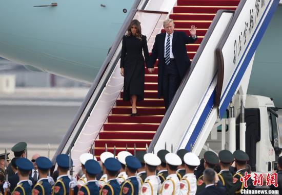 11月8日,美利坚合众国总统唐纳德・特朗普乘坐专机抵达北京,开始对中国进行国事访问。<a target='_blank' href='http://www.chinanews.com/'>中新社</a>记者 侯宇 摄