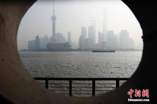 资料图:上海雾霾天气。 张亨伟 摄