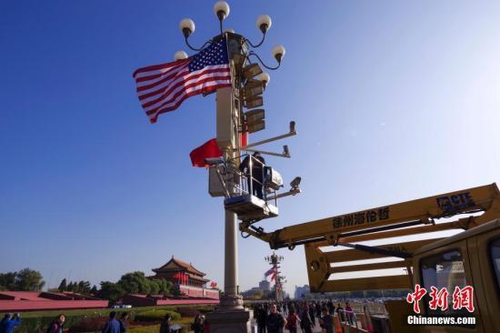资料图片:北京天安门前悬挂中美两国国旗。/p中新社记者 贾天勇 摄