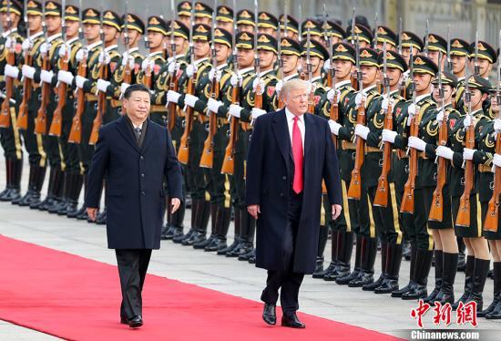 11月9日,中国国家主席习近平在北京人民大会堂东门外广场举行欢迎仪式,欢迎美利坚合众国总统唐纳德?特朗普对中国进行国事访问。 中新社记者 毛建军 摄
