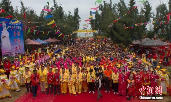 11月9日,海南临高天后宫竣工典礼暨湄洲祖庙分灵妈祖安座驻跸祭典仪式在临高西谊旧港举行。