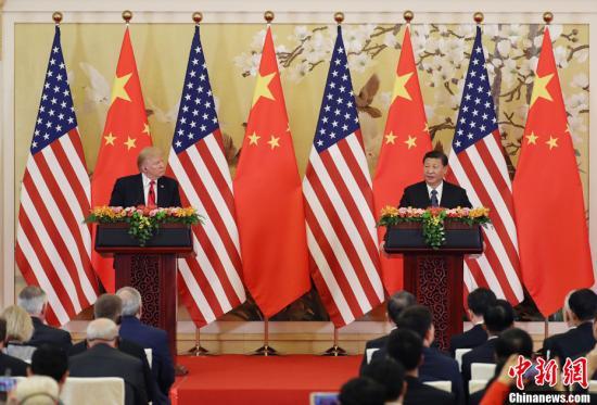 11月9日,中国国家主席习近平与美国总统特朗普在北京人民大会堂共同会见记者。中新社记者 毛建军 摄