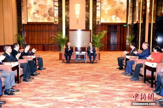 11月9日,国务院侨办副主任谭天星在北京会见香港浙江省同乡会联合会访问团。<a target='_blank' href='http://www.chinanews.com/'>中新社</a>记者 张勤 摄