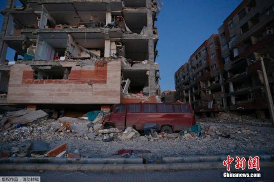 伊朗克尔曼沙赫省房屋受地震影响发生倒塌。