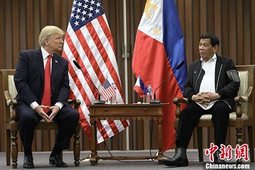 11月13日,美国总统特朗普与菲律宾总统杜特尔特在菲律宾首都马尼拉举行首次正式会谈。 中新社发 会议供图