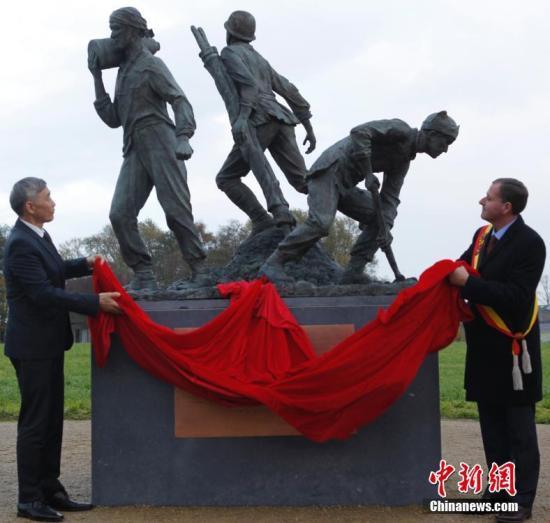 比利时落成三座青铜雕像 铭记中国一战华工