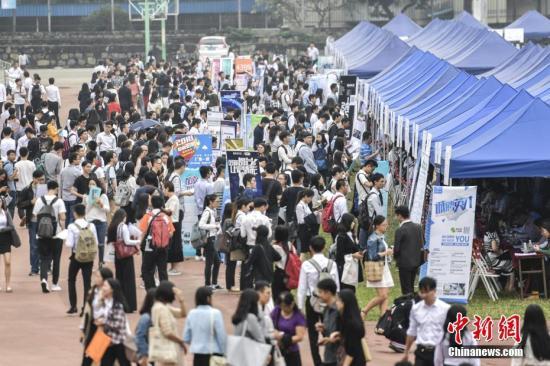 2017年全国就业人员7.7亿 留学回国人员总数超300万