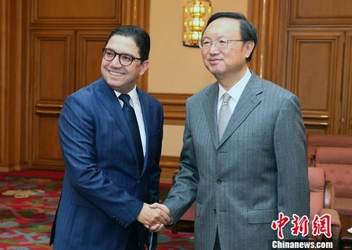 11月17日,中共中央政治局委员、国务委员杨洁篪在北京会见摩洛哥外交与国际合作大臣布里达。中新社记者 宋吉河 摄