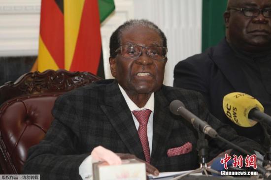 当地时间2017年11月19日,津巴布韦哈拉雷,据津巴布韦国营电视台报道,津巴布韦总统穆加贝于当地时间19日晚发表全国电视讲话,穆加贝并未宣布辞去津巴布韦总统职务。