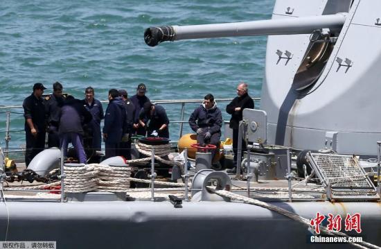 """当地时间22日,阿根廷海军发言人巴尔比表示,由于舱内氧气仅够用7天,因此针对该潜艇的搜索工作已进入了""""紧急阶段""""。在潜艇失踪当日,当局也检测到其曾发出异响。"""