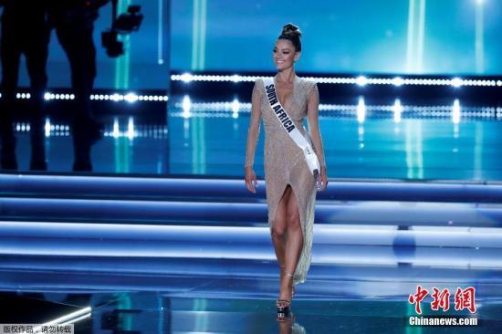 南非模特Demi-Leigh Nel-Peters加冕2017环球小姐。