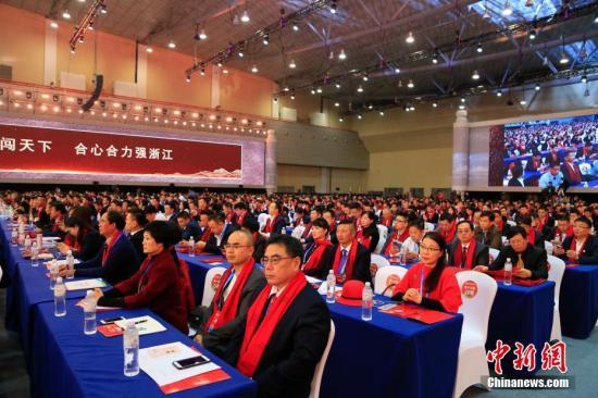 参会浙商正在聆听与会嘉宾发言。 记者 王远 摄
