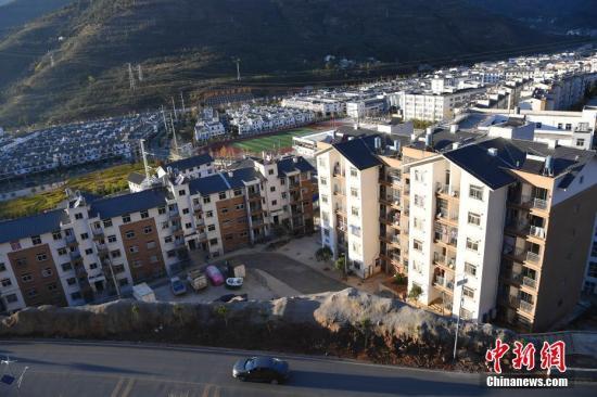 资料图:云南鲁甸县龙头山镇新建的房屋。 中新社记者 刘冉阳 摄