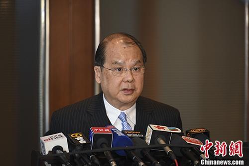 12月1日,香港特别行政区政务司司长张建宗在北京接受媒体采访。 中新社记者 崔楠 摄