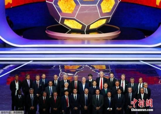 进入决赛圈的各国球队代表合影。
