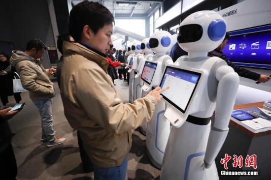 人工智能与人类智慧在促进商业发展中互相影响
