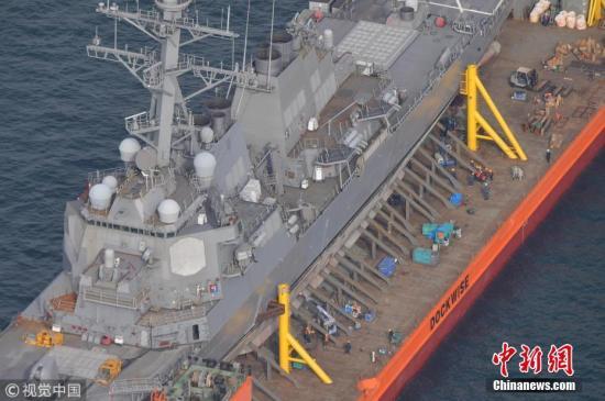 美媒报道称,该驱逐舰两名最高长官及高级士官将被美国海军免职。报道称,由于该次事故,约有十多名海军士兵将面临终结职业生涯的行政处分。图片来源:视觉中国