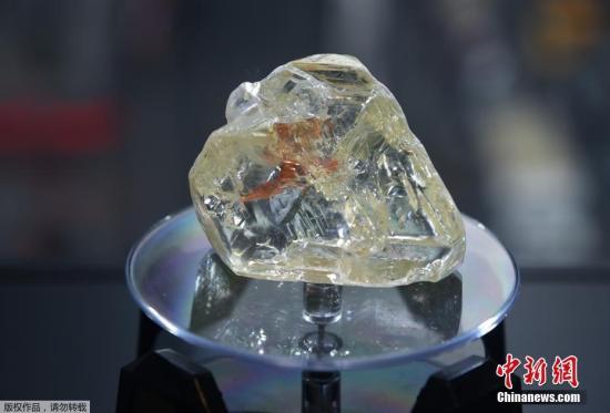 """当地时间2017年12月4日,美国纽约,塞拉利昂一颗名为""""和平之钻""""的超级钻石当日以653万美元(约合人民币4300万元)的价格被拍卖。"""