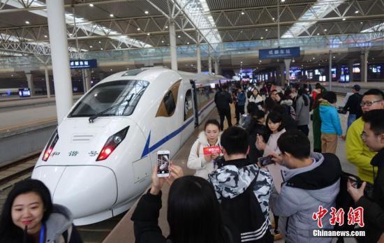 """献礼2017:中国高铁""""刻下""""2.5万公里新里程"""
