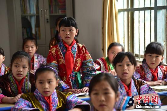 资料图:广西融水大山里的红瑶女童班。王以照 摄
