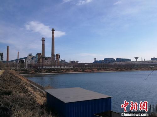 12月7日,河北前进钢铁集团有限公司产能整体退出、设备封存通过了省钢铁煤炭火电行业化解过剩产能工作领导小组办公室的验收。徐巍 摄