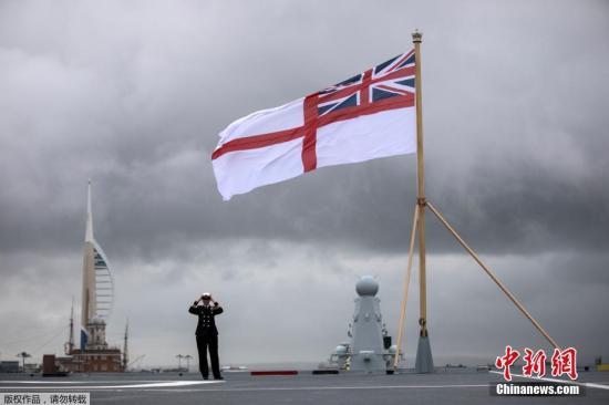 """资料图:当地时间12月7日,英国朴茨茅斯,英国海军""""伊丽莎白女王""""号航母举行服役仪式,女王伊丽莎白二世出席。""""伊丽莎白女王""""号被称为英国皇家海军有史以来最大战舰。"""