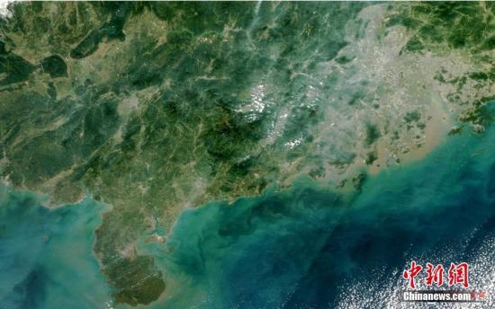 """12月8日14时许,""""风云三号""""D星首幅可见光图像成功传回地面。中新社发 中国气象局供图"""
