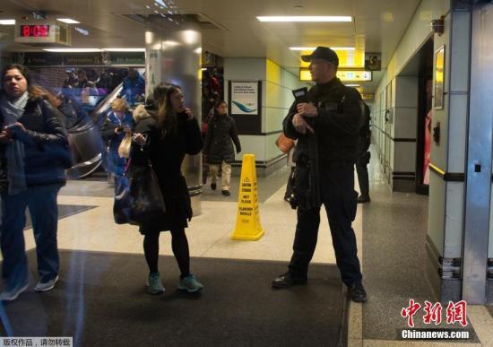 当地时间12月11日上午,美国纽约曼哈顿时报广场附近的港务局巴士终点站疑发生爆炸,一名嫌犯被捕。