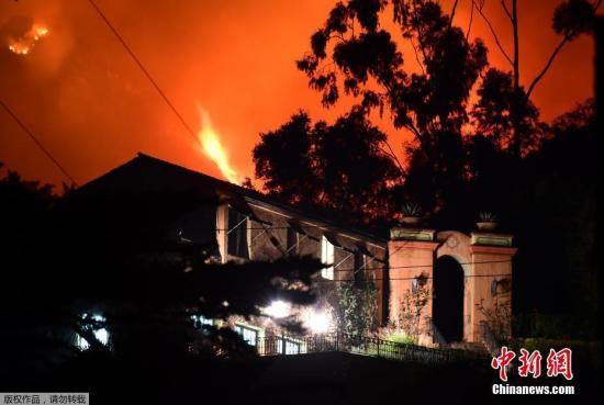 美托马斯山火持续肆虐 加州大华裔学生紧急撤离