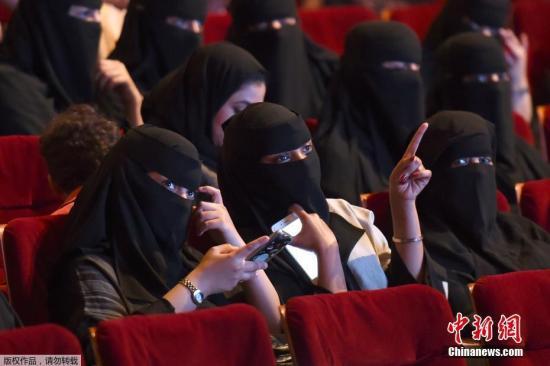 当地时间12月11日,沙特阿拉伯文化和新闻部发布声明说,明年起沙特人可以开办电影院。