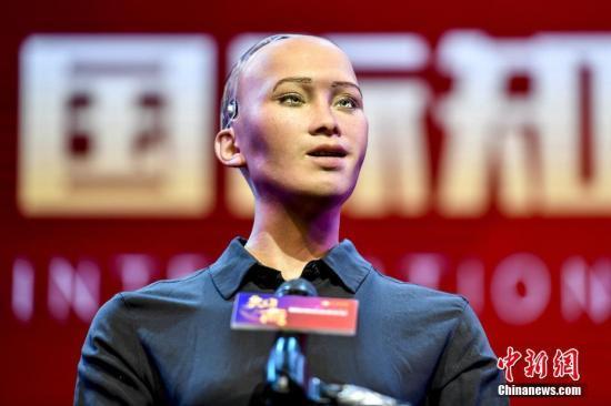资料图:世界首个获得公民身份的机器人索菲亚。<a target='_blank' href='http://www.chinanews.com/'>中新社</a>记者 陈骥�F 摄