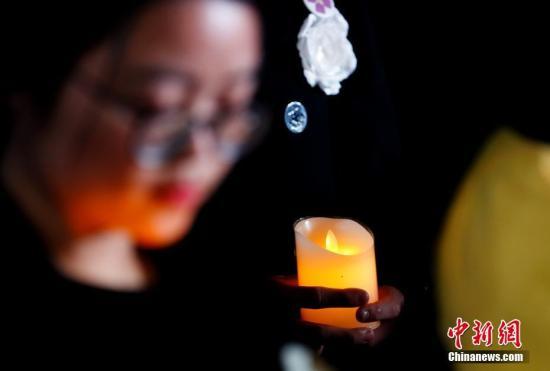12月13日,悼念南京大屠杀死难者烛光祭在南京侵华日军南京大屠杀遇难同胞纪念馆举行。中新社记者 杜洋 摄