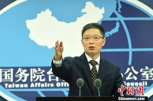 12月13日,国务院台办发言人安峰山在北京就近期两岸党际交流情况作出介绍。国台办当天举行例行新闻发布会。记者 张勤 摄