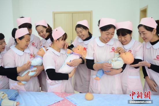 发改委:事关千家万户 推动婴幼儿照护服务纳入相关重点专项规划