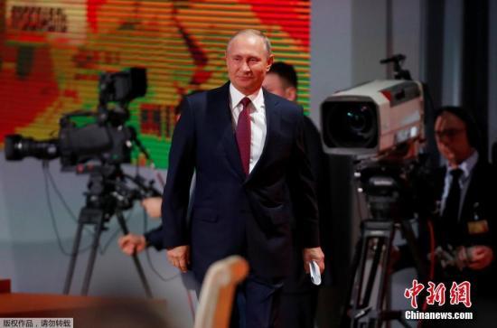 当地时间12月14日,俄罗斯总统普京的年度大型记者会在莫斯科举行。