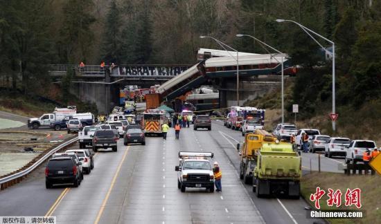 美国全国铁路客运公司当天发布声明说,由西雅图开往波特兰的501次列车当天在华盛顿州塔科马以南路段脱轨。列车上有约78名乘客和5名工作人员,目前已知一些乘客和工作人员受伤。