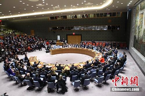 12月18日,联合国安理会举行会议,对埃及提交的一份含有反对美国承认耶路撒冷为以色列首都内容的决议草案进行表决。表决结果为14票赞成、1票反对。身为安理会常任理事国的美国投出唯一一张反对票,决议草案未能通过。图为安理会表决现场。/p中新社记者 马德林 摄