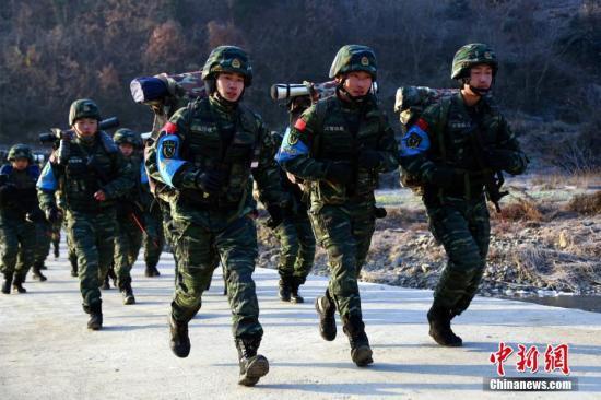 人民日报评论员:确保党对武警部队绝对领导的重大政治决定