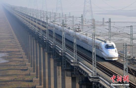 衢九铁路鄱阳湖特大桥横跨鄱阳湖,全长5.589公里。 胡国林 摄