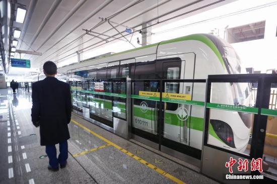 资料图:贵阳市轨道一号线。中新社记者 贺俊怡 摄