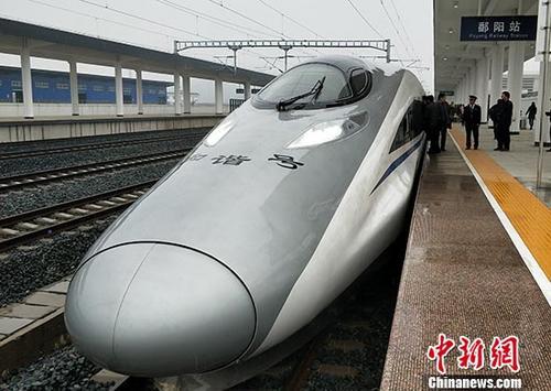 资料图:由九江开往衢州的G1462次高铁列车驶入鄱阳站。 <a target='_blank' href='http://www.chinanews.com/'>中新社</a>记者 姜涛 摄