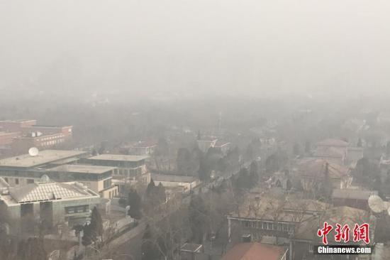 资料图:PM2.5浓度较高时空气状况。<a target='_blank' href='http://www.chinanews.com/'>中新社</a>记者 李慧思 摄