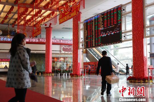 上海证券交易所大厅。 张亨伟 摄