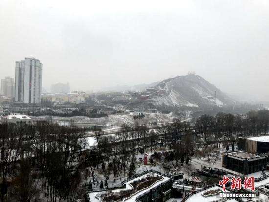 1月3日上午8时,青海全省有13个测量站出现了降雪,其中降雪中心出现在黄河源头的玛多县,降雪量4.7毫米,积雪深度达到了8厘米。<a target='_blank' href='http://www.chinanews.com/'>中新社</a>记者 孙睿 摄