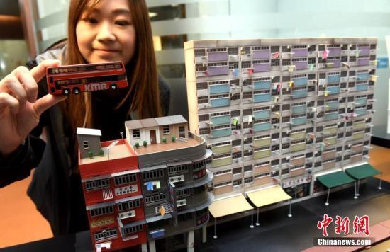 1月3日,微型街景模型在记者会展示。模型将街头景观细致展现,极具香港特色。由香港贸易发展局主办的香港玩具展、香港婴儿用品展,以及该局与法兰克�展览(香港)有限公司合办的香港国际文具展,将於8至11日假香港会议展览中心举行。三项展览合共吸引2,940多家企业参展,预期有数以千计家公司的采购代表来港参观。<a target='_blank' href='http://www.chinanews.com/'>中新社</a>记者 谭达明 摄