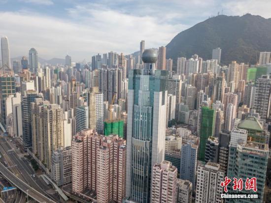 资料图:通过航拍机,从香港上环高处拍摄的高楼大厦。。 中新社记者 谢光磊 摄