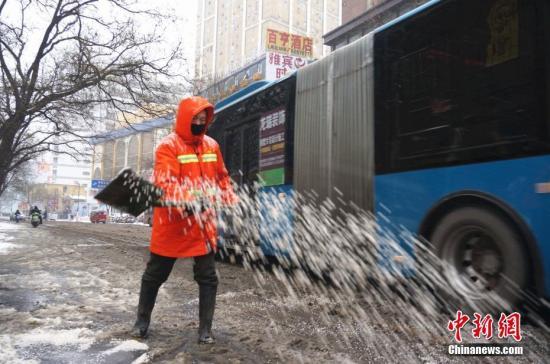 从1月3日起,今冬最强降雪横扫河南全境, 韩章云 摄