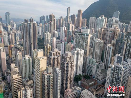 资料图:通过航拍机,从香港上环高处拍摄的高楼大厦如雨后春笋。 <a target='_blank' href='http://www.chinanews.com/'>中新社</a>记者 谢光磊 摄
