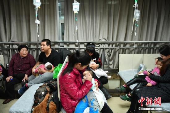 资料图:病人在医院就诊。中新社记者 翟羽佳 摄
